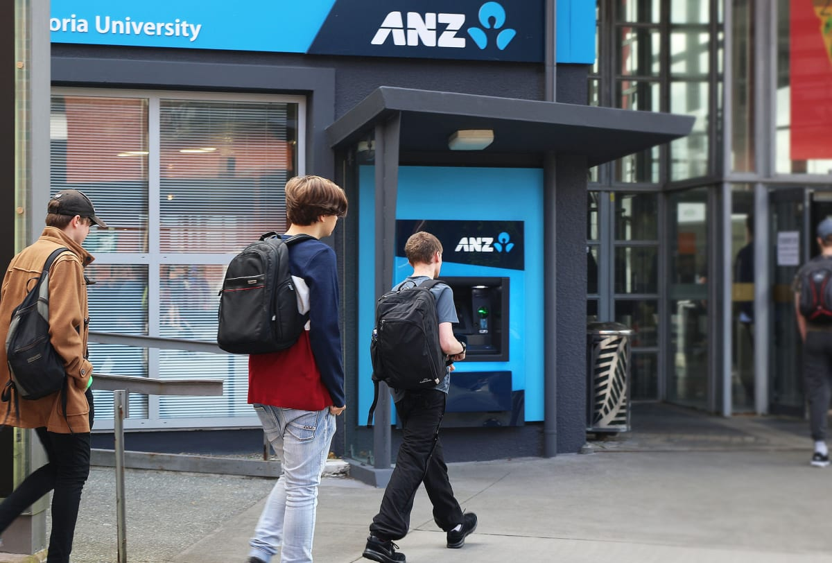 Overseas Kiwis Pay Off Student Debt In Pandemic